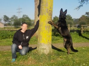 Stephanie van Rooij, eigenaresse van Hondenschool Houten, is trots op haar hond Chico